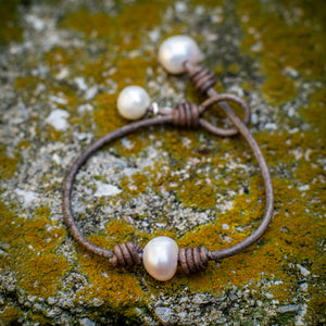 CENTERED AND KNOTTED BRACELET - TevaJane