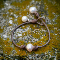 Knotted leather and pearl bracelet