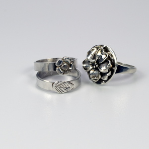 FLOWER BUD STERLING SILVER BAND RING - TevaJane
