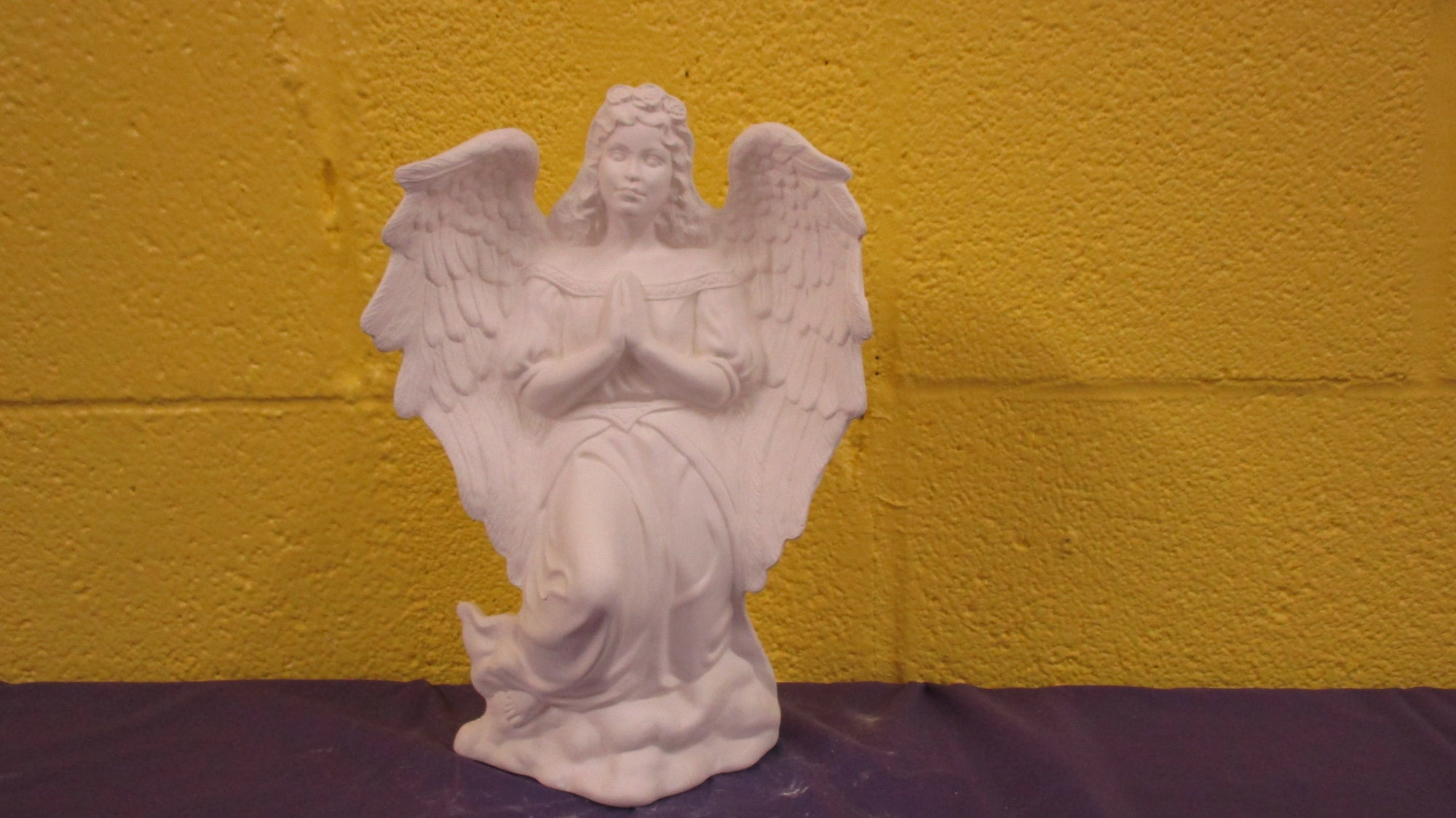Angel (kneeling)
