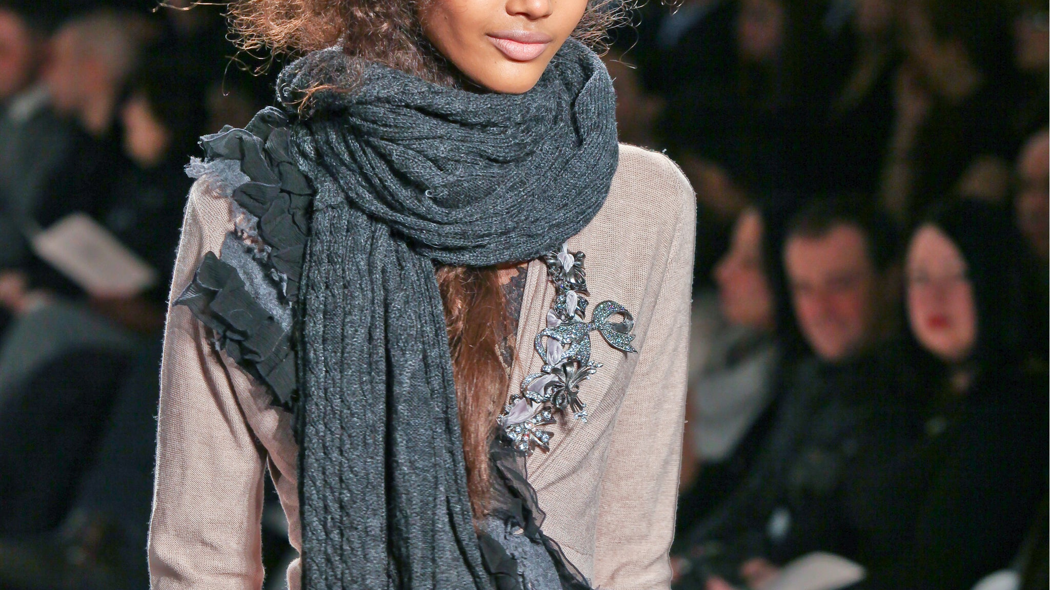 4 Stylish Ways to Wear Your Scarf in Cold Weather_Fashion Style Trends