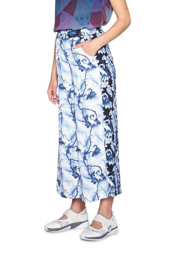 Desigual - Loose Fit Print Pants in Blue/white (18SWP35)