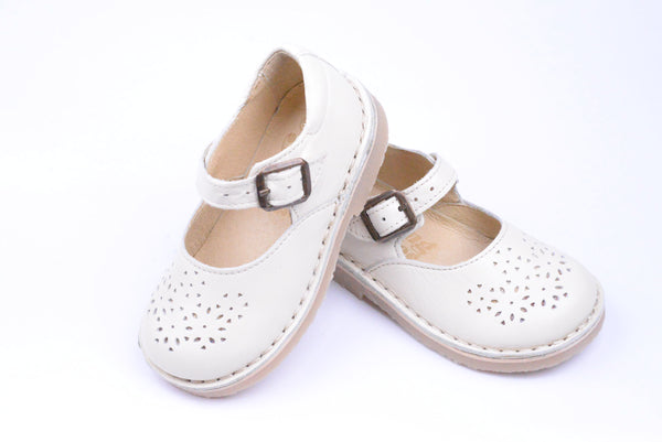 young soles kids delilah vanilla - little pearls by shoe chou