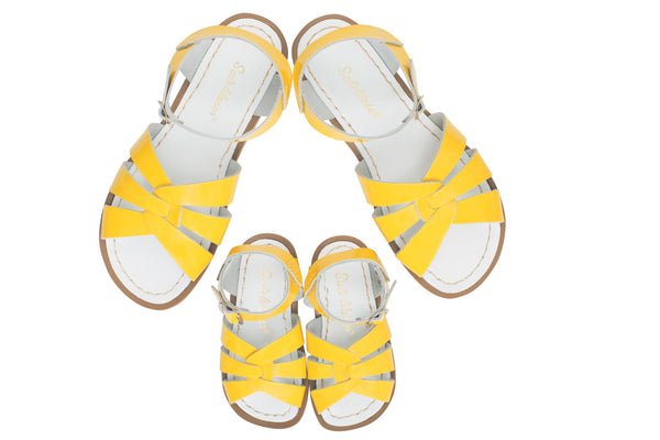 saltwater sandals original child shiny yellow - little pearls by shoe chou