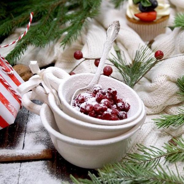 Frosted Cranberry - Tin - Wooden Wick Candle