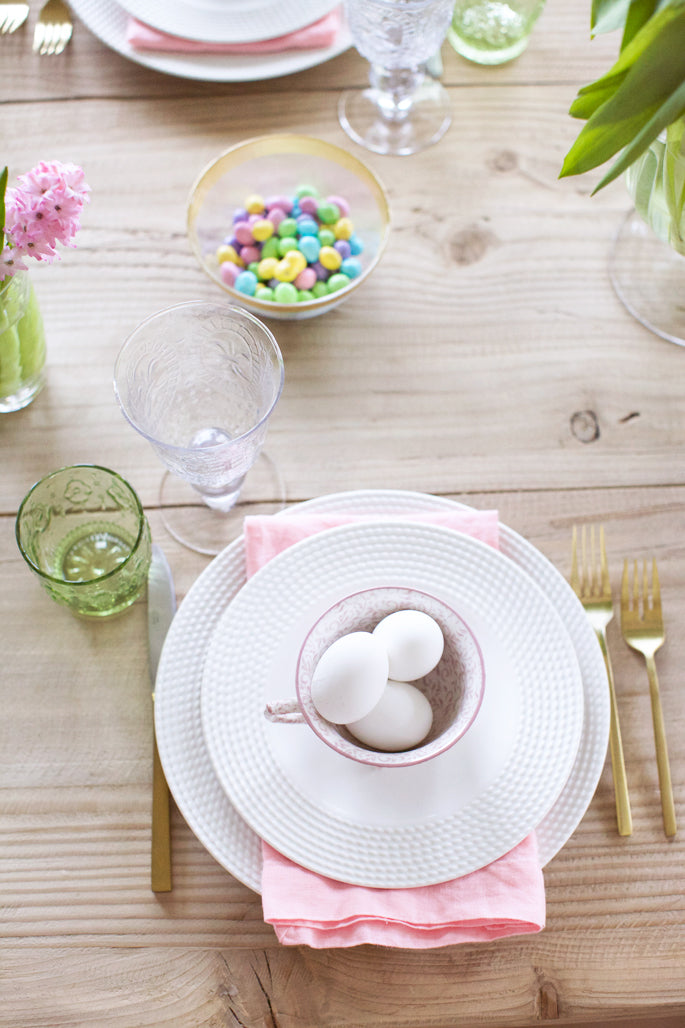 easter-table-scape-place-settings