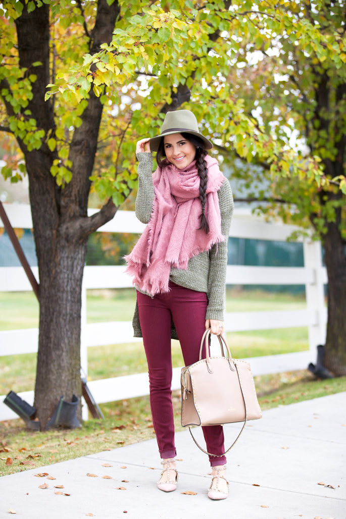 pink-peonies-fall-time-outfits