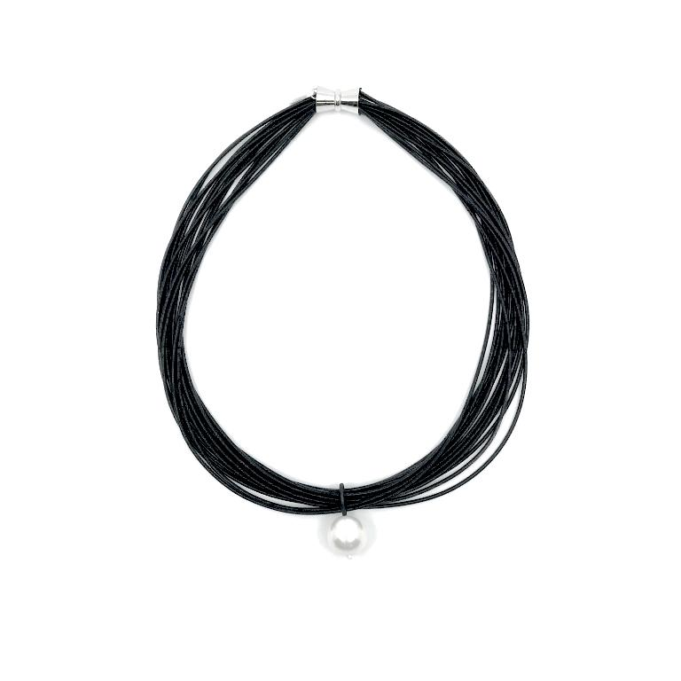 Piano wire necklae with pearl