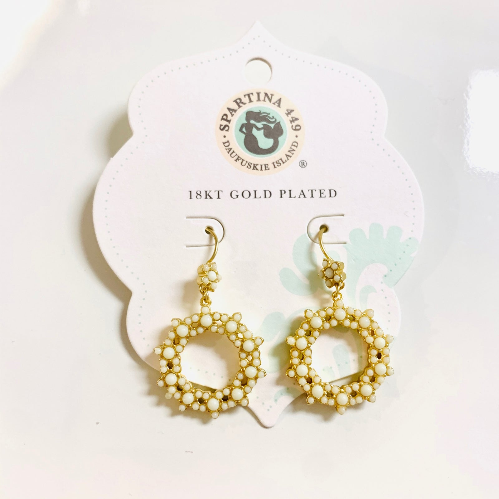 Wreath Earrings White