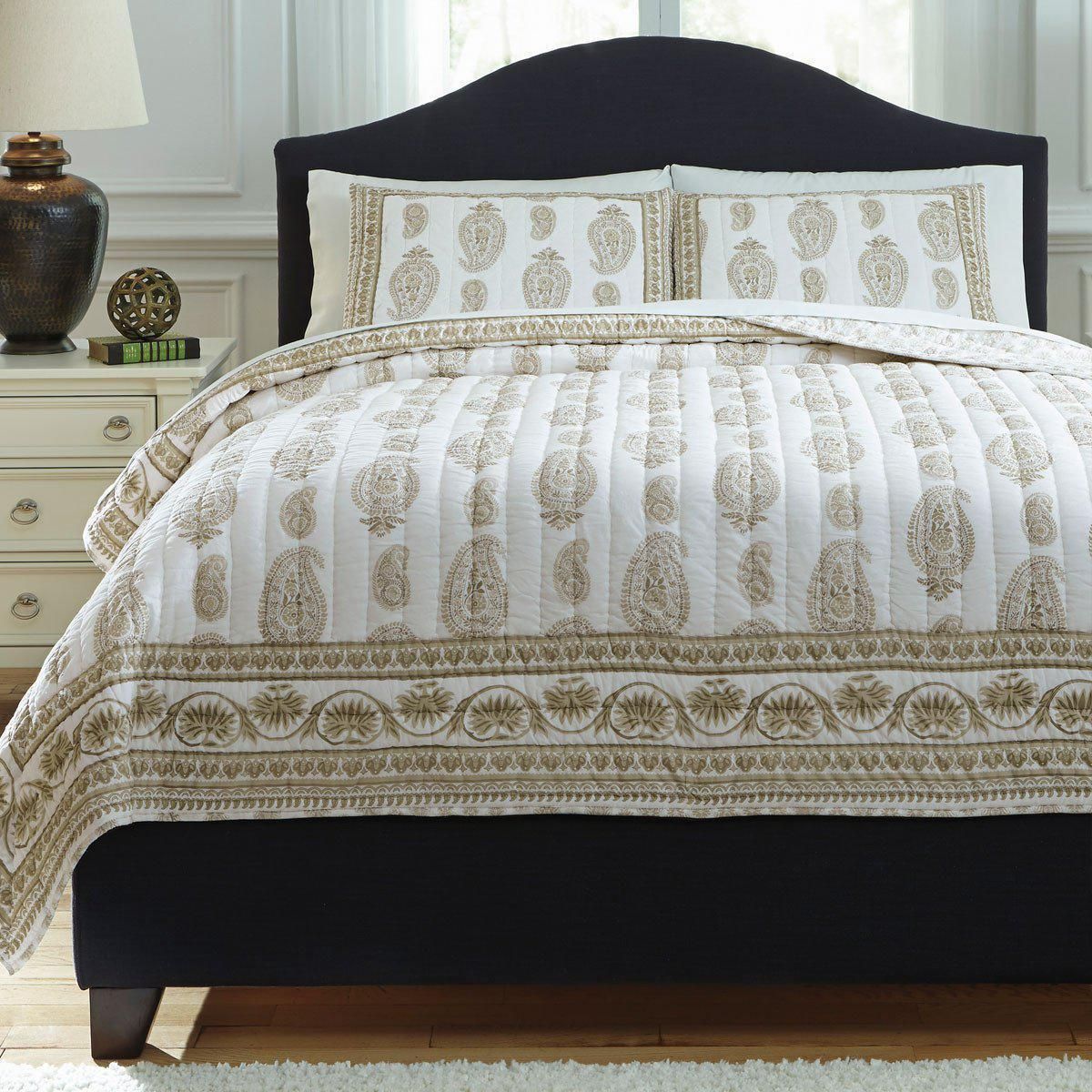 Almeda Coverlet Set