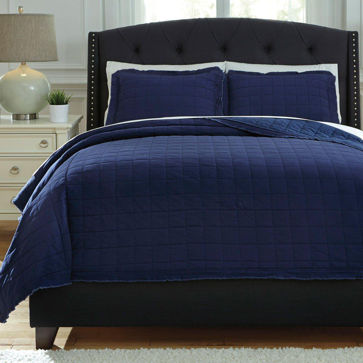 Amare Coverlet Set