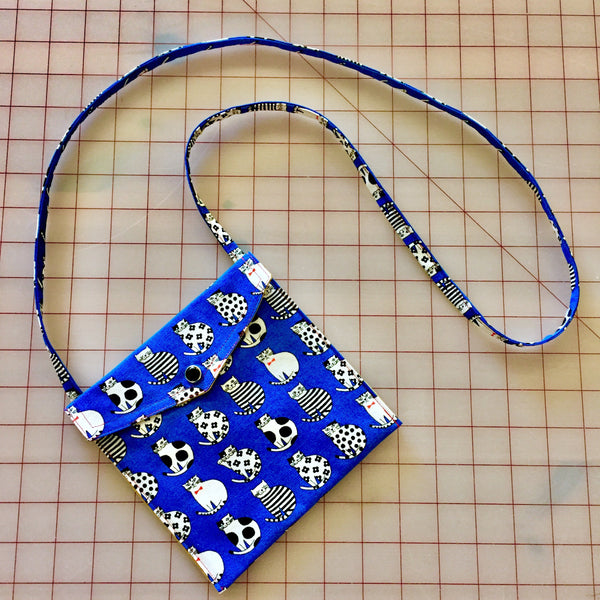 Dapper Kitty Pearl Snap Bag