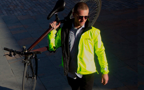 MOVA cycling jacket waterproof reversible lightweight here in yellow and black  on simon in Bogota