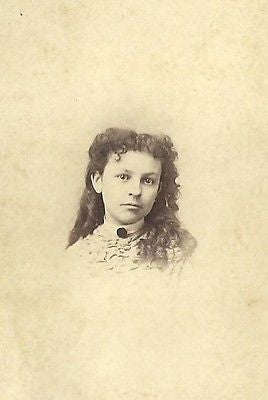CDV PHOTO ABSOLUTELY STUNNING BEAUTIFUL YOUNG GIRL LONG WAVY CURLS CIVIL WAR ER - Back from the dead antiques