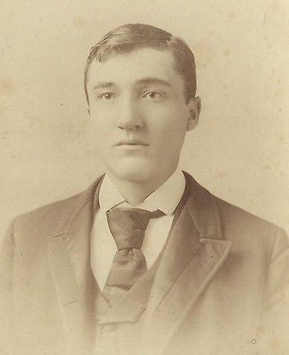 CABINET PHOTO HANDSOME YOUNG GENTLEMAN ID'D CHARLIE DEITOR LOUISVILLE KENTUCKY - Back from the dead antiques