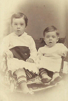 CDV PHOTO 2 ADORABLE YOUNG VICTORIAN CHILDREN OLDER & YOUNGER BROTHER - Back from the dead antiques