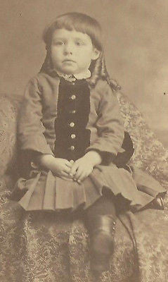 CDV PHOTO  HANDSOME LITTLE VICTORIAN BOY SEATED IN FANCY DRESS BOTTLE CURL HAIR - Back from the dead antiques