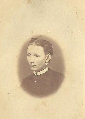 CDV PHOTO LOVELY WOMAN PARTED HAIR CIVIL WAR ERA BY: WA SMITH - Back from the dead antiques