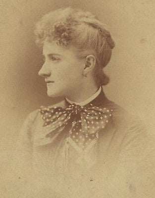 CABINET PHOTO BEAUTIFUL YOUNG VICTORIAN WOMAN POLKA DOTTED BOW ON DRESS - Back from the dead antiques