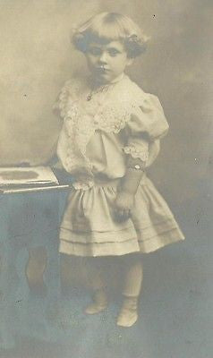 ANTIQUE PHOTO BEAUTIFUL LITTLE EDWARDIAN GIRL NICE FANCY WHITE DRESS - Back from the dead antiques
