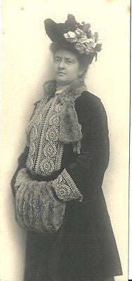 ANTIQUE PHOTO LOVELY EDWARDIAN WOMAN WINTER ATTIRE HAND MUFF DETAILED COAT TRIM - Back from the dead antiques