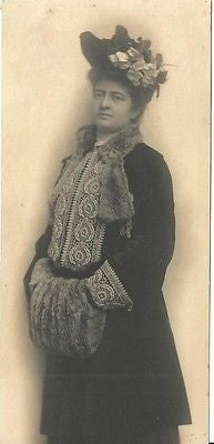 ANTIQUE PHOTO LOVELY EDWARDIAN WOMAN WINTER ATTIRE HAND MUFF DETAIL COAT TRIM - Back from the dead antiques
