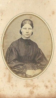 CDV PHOTO BEAUTIFUL YOUNG WOMAN NICE LARGE DRESS CIVIL WAR ERA - Back from the dead antiques