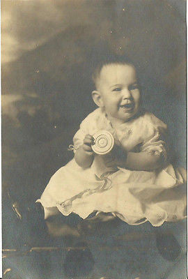 ANTIQUE PHOTO ADORABLE LITTLE BABY BOY SMILING HOLDING TOY EARLY 1900S - Back from the dead antiques
