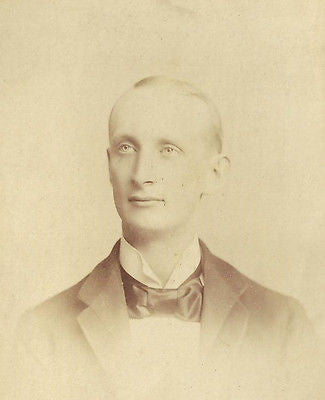 CABINET PHOTO CLEAN SHAVEN YOUNG VICTORIAN GENTLEMAN IDD UNCLE JOHN ADAMS - Back from the dead antiques