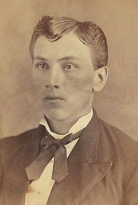 CDV PHOTO SHARP DRESSED HANDSOME YOUNG VICTORIAN GENTLEMAN CLEAN CUT - Back from the dead antiques