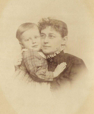 CABINET PHOTO ADORING VICTORIAN MOTHER HOLDING HANDSOME YOUNG SON IN ARMS - Back from the dead antiques