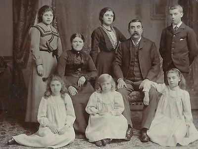 CABINET PHOTO CHARMING VICTORIAN FAMILY WELL TO DO MANY CHILDREN ALNWICK UK - Back from the dead antiques