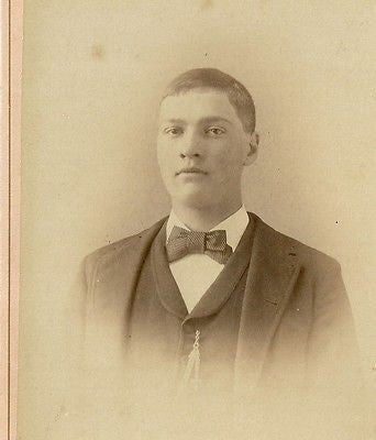 CABINET PHOTO BROAD SHOULDER YOUNG GENTLEMAN CLEAN SHAVEN MONTICELLO INDIANA - Back from the dead antiques