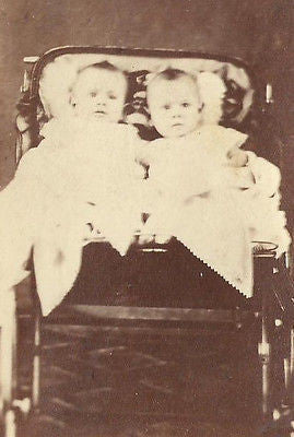 CDV PHOTO 2 ADORABLE LITTLE VICTORIAN BABIES IN CARRIAGE HARTFORD CONN - Back from the dead antiques