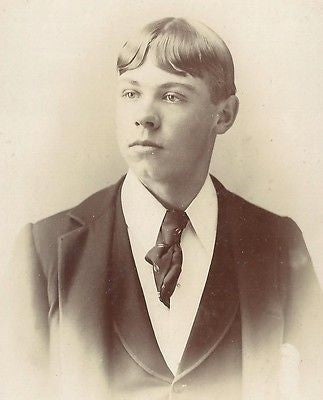 CABINET PHOTO HANDSOME YOUNG VICTORIAN GENTLEMAN NICE SUITE & TIE CLEAN CUT - Back from the dead antiques
