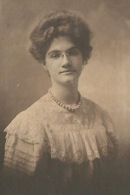 ANTIQUE PHOTO BEAUTIFUL YOUNG WOMAN LOVELY WHITE DRESS BIG HAIR PEARL NECKLACE - Back from the dead antiques