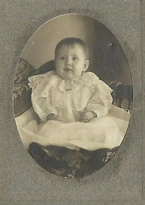 CABINET PHOTO CUTE LITTLE BABY IN WHITE GOWN ID'D H. FREELOVE - Back from the dead antiques