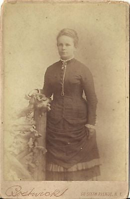 CABINET PHOTO LOVELY YOUNG WOMAN BEAUTIFUL LARGE DRESS - Back from the dead antiques
