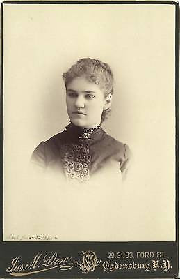 CABINET PHOTO BEAUTIFUL YOUNG WOMAN FLOWER BROOCH - Back from the dead antiques