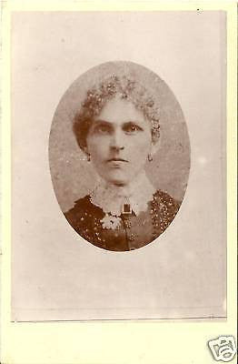 CABINET PHOTO LOVELY WOMAN POSING EAR RINGS OVAL 1870'S - Back from the dead antiques