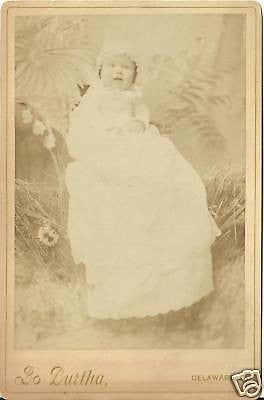 CABINET PHOTO CUTE LITTLE BABY IN WHITE GOWN & BONNITT - Back from the dead antiques