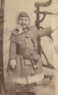 CDV PHOTO ABSOLUTLY ADORABLE LITTLE VICTORIAN GIRL BUNDLED UP IN WINTER COAT - Back from the dead antiques