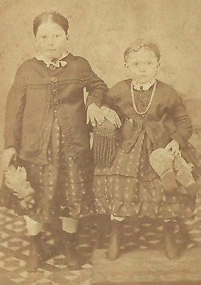 CDV PHOTO 2 LOVELY LITTLE VICTORIAN GIRLS NICELY DRESSED CIVIL WAR ERA - Back from the dead antiques