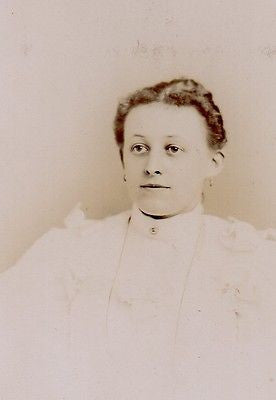 CABINET PHOTO LOVELY VICTORIAN WOMAN IN ALL WHITE LARGE SHOULDER DRESS ALLENTOWN - Back from the dead antiques