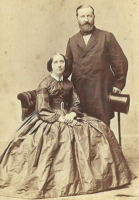 CDV PHOTO NICELY DRESSED WEALTHY COUPLE HOOP DRESS TOP HAT 1860'S ROYALITY?? - Back from the dead antiques
