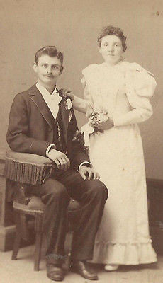 CABINET PHOTO HANDSOME YOUNG VICTORIAN GENTLEMAN WITH LOVELY WIFE DAYTON OHIO - Back from the dead antiques