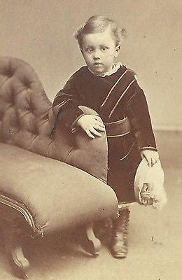 CDV PHOTO HANDSOME WELL DRESSED LITTLE VICTORIAN BOY HOLDING HAT CWE - Back from the dead antiques