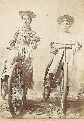 CDV PHOTO 2 LOVELY YOUNG VICTORIAN CHILDREN ON NICE ANTIQUE BICYCLES WOOD RIM - Back from the dead antiques