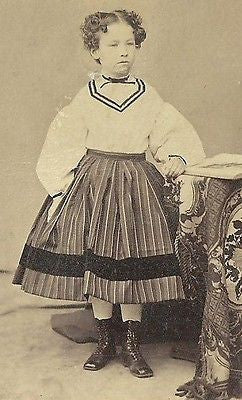 CDV PHOTO CIVIL WAR ERA ADORABLE LITTLE GIRL IN FANCY STRIPED DRESS CURLY HAIR - Back from the dead antiques