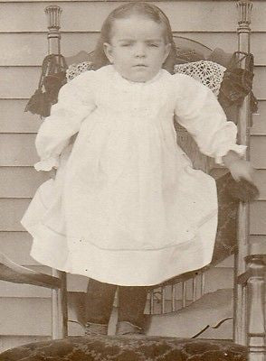 CABINET PHOTO ADORABLE LITTLE VICTORIAN GIRL WHITE DRESS STANDING ON CHAIR - Back from the dead antiques